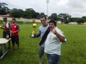 Na foto, o presidente da Liga Juninho Charelli em premiação do evento em 2016