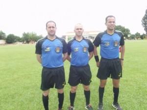 Trio de arbitragem Paulo Edson,Telme Lamas e Gabriel Dourado